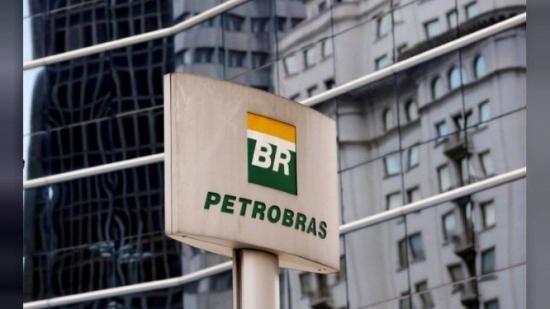 Resultado de imagem para Petrobras demite todos os diretores indicados no governo do PT